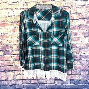 Almost Famous Women's plaid thin flannel top